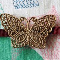 透かし蝶々の帯留(ビンテージゴールド)
