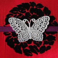 透かし蝶々の帯留(ビンテージホワイト)