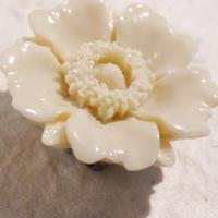 お花の帯留(レトロベージュ)