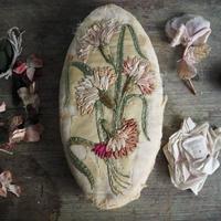 la boîte  brodé de fleurs