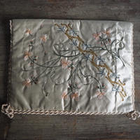 couvreture de mouchoirs brodé de fleurs