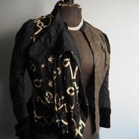 une  veste  noir