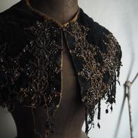 le collier  noir