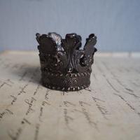 objet de  couronne  A