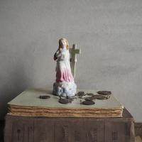 やさしい祈りの像