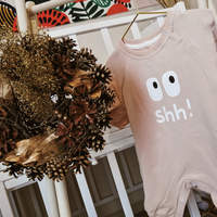 "Shh..! baby rompers with big eyes / ""シーっ!""ピンキッシュオレンジロンパース"