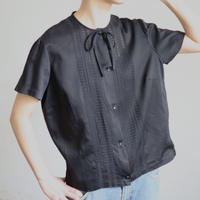 EURO NO COLLAR FRONT LACE BLOUSE