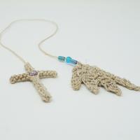 アイダミホコ 羽根とクロスのブックマークチャーム(ブルー・マットブルー)