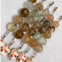 招き猫とミックスルチル 大玉(15㎜)5珠のストラップ