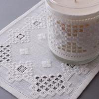 白糸刺繍「クローバーのテーブルセンター」【刺繍キット】
