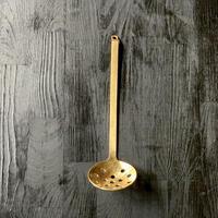 【手打職人の手仕事】料亭でも使われる使い勝手だけでなく、見た目にも美しい真鍮お玉 (穴あき)