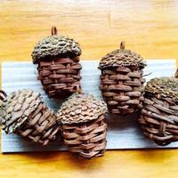 どんぐりの根付(山葡萄蔓の編んだ自然素材の手づくり雑貨)