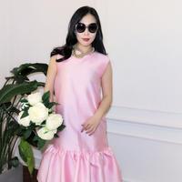 全身レフ版艶めくフリルワンピース【ピンク】