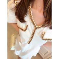 女優のゴールドツイードシャツドレス