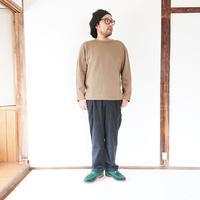 ユニセックス*LA MOND.-ラモンド-Rib W/Face Pullover(LM-C-100)/カーキグレイ 男性着用