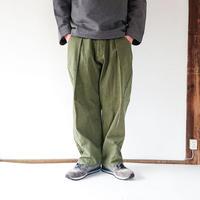 *ユニセックス*KAFIKA-カフィカ-タケヤリ帆布 コクーンワイドパンツ/オリーブ/男性着用