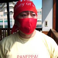 日本製・サラッと夏マスク【赤】(普通&大きめ)のびーるだけじゃない。しなやかに軽やかに。布マスク1枚。耳が痛くならず通気性あり洗える。ガーゼやキッチンタオルを挟んでも!
