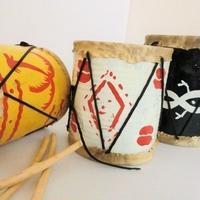 ミニ太鼓 ヤギ皮/ブリキ缶リメイク バチ付(ブルキナファソ)