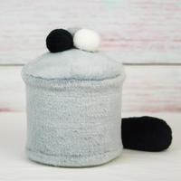 ペット用骨壺カバー / サイズ:4寸 / ベース:グレー / ボンボン:白・グレー・黒 / しっぽ:黒(S169)