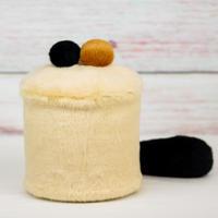 ペット用骨壺カバー / サイズ:4寸 / ベース:クリーム / ボンボン:ブラウン・黒 / しっぽ:黒(S179)