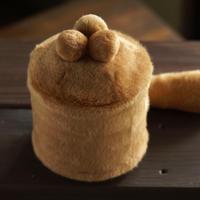 ペット用骨壺カバー / サイズ:4寸 / ベース:ブラウン / ボンボン:ブラウン・ブラウン・ブラウン / しっぽ:ブラウン(S215)