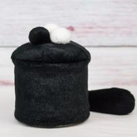ペット用骨壺カバー / サイズ:4寸 / ベース:黒 / ボンボン:白・白・黒 / しっぽ:黒(S194)