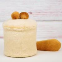 ペット用骨壺カバー / サイズ:4寸 / ベース:クリーム / ボンボン:ブラウン・ブラウン / しっぽ:ブラウン(S172)