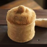 ペット用骨壺カバー / サイズ:4寸 / ベース:ブラウン / ボンボン:ブラウン / しっぽ:クリーム(S207)