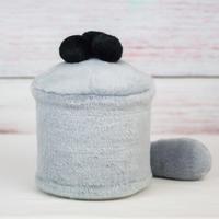 ペット用骨壺カバー / サイズ:4寸 / ベース:グレー / ボンボン:黒・黒・黒 / しっぽ:グレー(S159)