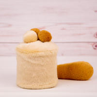 ペット用骨壺カバー / サイズ:3寸 / ベース:クリーム / ボンボン:クリーム・ブラウン・ブラウン / しっぽ:ブラウン(S009)