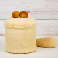ペット用骨壺カバー / サイズ:4寸 / ベース:クリーム / ボンボン:ブラウン・ブラウン / しっぽ:クリーム(S177)