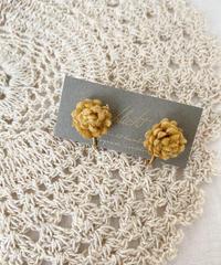 schlicht 小さなお花のイヤリング~yellow ~