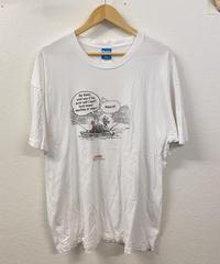 カヌーで魚釣りをするTシャツ962