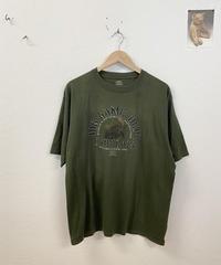カッコいいツノを持っている鹿のTシャツ3573