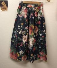 言葉をかける花柄スカート427