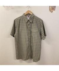 若草色のチェックシャツ909