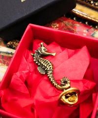 kaus/カウス sea horse pin