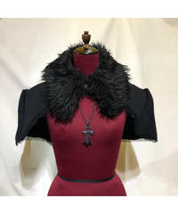 【MARBLE】マーブル デコレーションクロス付きファー衿ケープ:黒