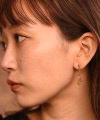 Chloe / triple hearts motif earrings.