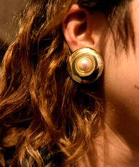 Burberry/ vintage gold ×peal round earring.