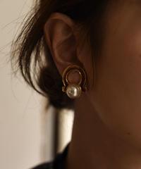 Salvatore Ferragamo/vintage gancini pearl earring.