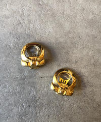 Salvatore Ferragamo/vintage gantini motif  gold  earring.(U)
