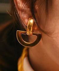 CELINE/gold vintage design earring.