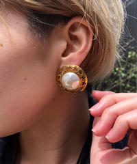 CHANEL/vintage gold design pearl earring .  4290026C
