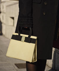 Salvatore Ferragamo/vintage vara ribbon sueda hand bag.