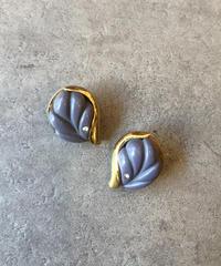 GIVENCHY/vintage leaf motif earring.