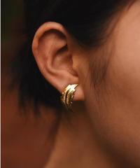 GIVENCHY/vintage leaf design  gold  earring .