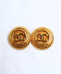 CHANEL/ logo gold earrings