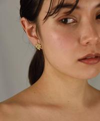 Givenchy /vintage G logo flower motif earring.