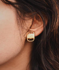 Salvatore Ferragamo/vintage design earring.